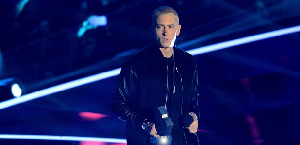 Eminem accepts the 'Best Hip Hop' award at the MTV