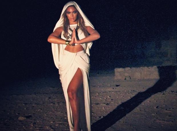 Beyonce egyptian pyramids