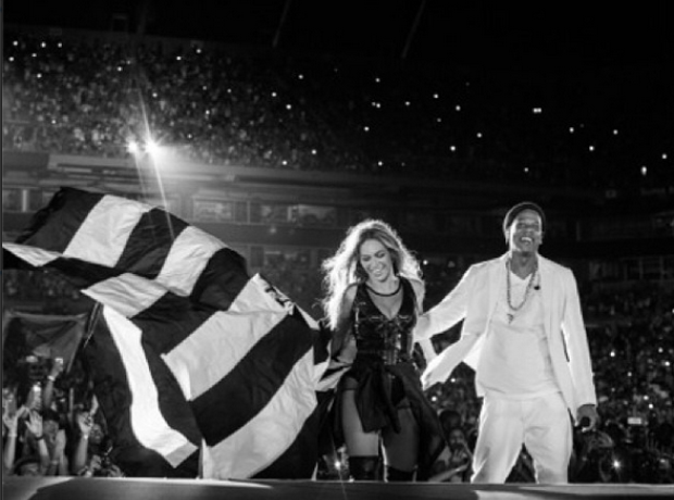 beyonce and jay z continued to make fans go wild on their 39 on the run tour 39 capital xtra. Black Bedroom Furniture Sets. Home Design Ideas