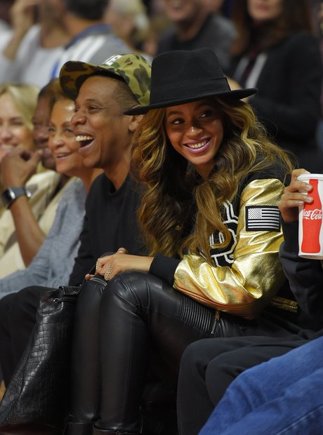 Jay-Z and Beyonce watch the Los Angeles Clippers