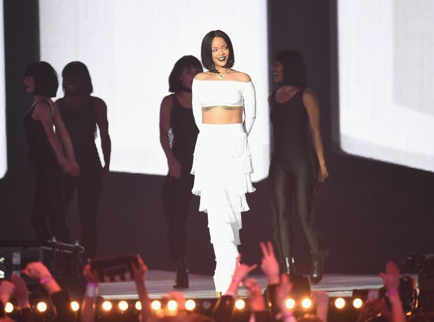 Rihanna The Brit Awards 2016 Live Performance