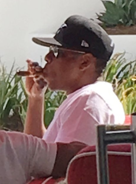 Jay-Z caught smoking amid rumours that he cheated